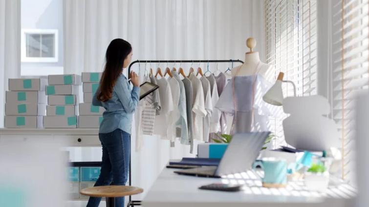 ファッションの仕事をする女性